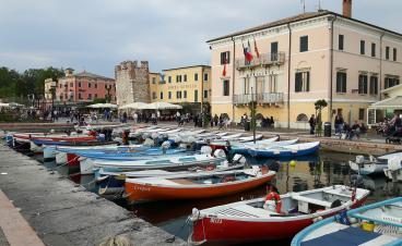 Die vier schönsten Orte am Gardasee: Bardolino, Malcesine, Peschiera und Verona