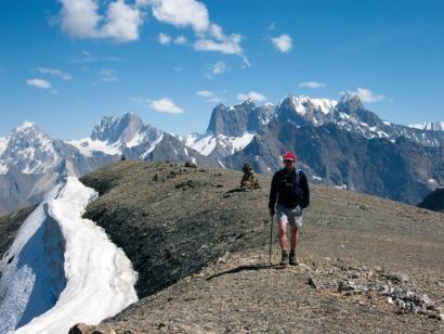 """Aksu-Sabakh – Durchs """"Patagonien Zentralasiens"""" Kurze und knackige Zelttrekkingtour in einem nahezu unberührten Gebirgsstock aus gigantischen Granitpfeilern"""