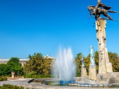 Reise in Kasachstan, Manas-Reiterdenkmal in Bischkek, Kirgistan.