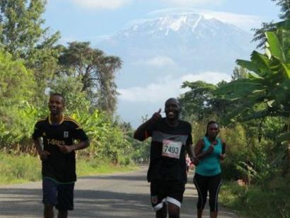 Der Kilimanjaro-Marathon und Besteigung