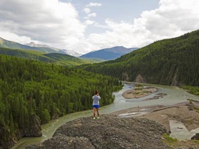 Reise in Kanada, Wanderer vor traumhafter Kulisse im Assiniboine Provincial Park