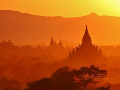 Reise in Myanmar, historische Königsstadt Bagan mit über zweitausend erhaltenen Ziegelgebäuden