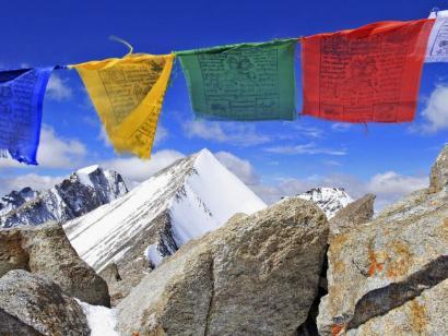 Reise in Indien, Blick vom Gipfel des Dzo Jongo East (6214m) über den Verbindungsgrat hinüber zum Westgipfel.