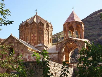 Reise in Armenien, Auf einem Hügel, malersich vor dem Ararat gelegen, erhebt sich das Kloster Chor Virap.