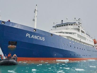 Reise in Grönland, MS Plancius unterwegs im Eis