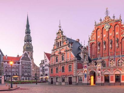 Reise in Weißrussland, Rathaus und St. Peter-Kirche in der Altstadt von Riga