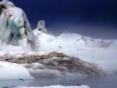 Reise in Island, Farbenfrohe Landschaft im Hochland