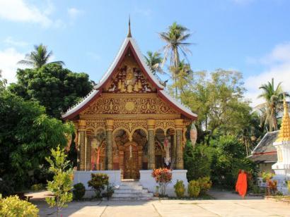 Reise in Kambodscha, auf dem Gelände eines Wats in Luang Prabang