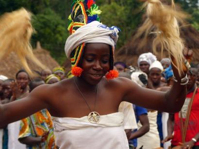 Reise in Elfenbeinküste, Maskentanz in einem Dorf