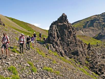 Lava, Höhlen, Heide Für Trekking-Einsteiger: Hochlandtour mit Hüttenübernachtung im einsamen Nordwesten ergänzt durch spannende Ausflüge