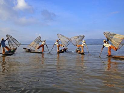 Reise in Myanmar, Junge Novizen in Salay