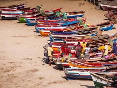 Reise in Kap Verde, Bunte Fischerboote auf den Kapverden