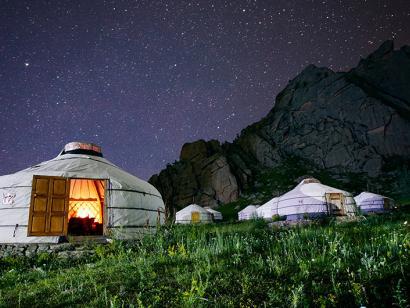 Reise in Mongolei, Abendstimmung in Ihrem Jurten-Camp, Monoglei