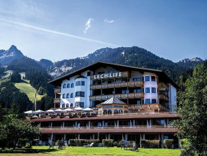 Reise in Österreich, Naturhotel LechLife: Vini-Yoga und Vipassana-Meditation über Pfingsten