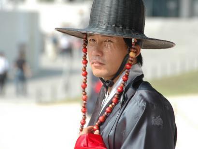 Reise in Südkorea, Wachmann in traditionellem Kostüm in Südkorea