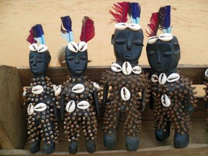 Reise in Benin, Togo, Fetischmarkt, Lome, Voodoo Puppen