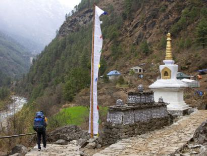 Reise in Nepal, Gipfelerfolg am Gokyo Ri (5360 m) mit Mount Everest (8848 m) im Hintergrund