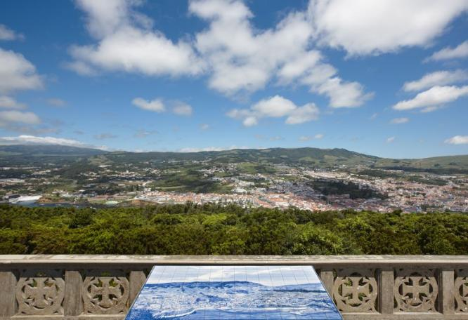 Reise in Portugal, Blick vom Monte Brasil auf Angra do Heroísmo