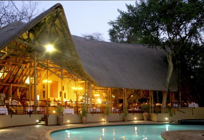 Reise in Botswana, Botswana stilvoll: Wildnis-Abenteuer & Lodge-Entspannung Safari