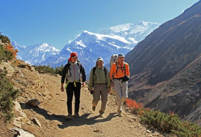 Reise in Nepal, Die Dhaulagiri-Bergkulisse von Ghorepani