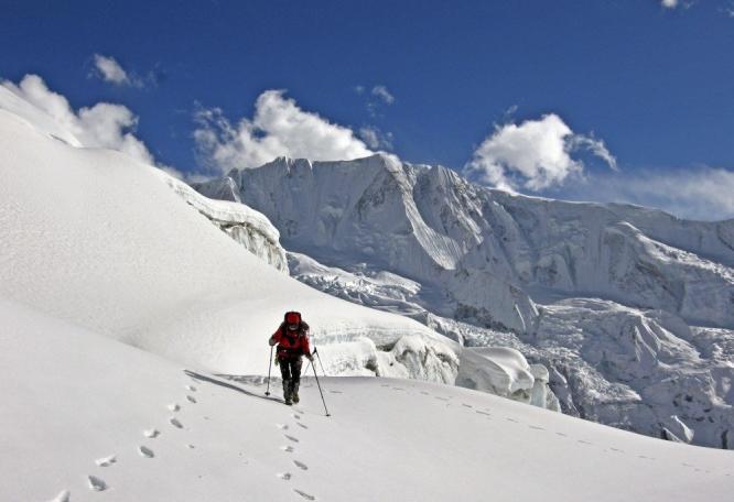 Reise in Nepal, Aufstieg am Himlung mit Blick auf den Dhaulagiri.