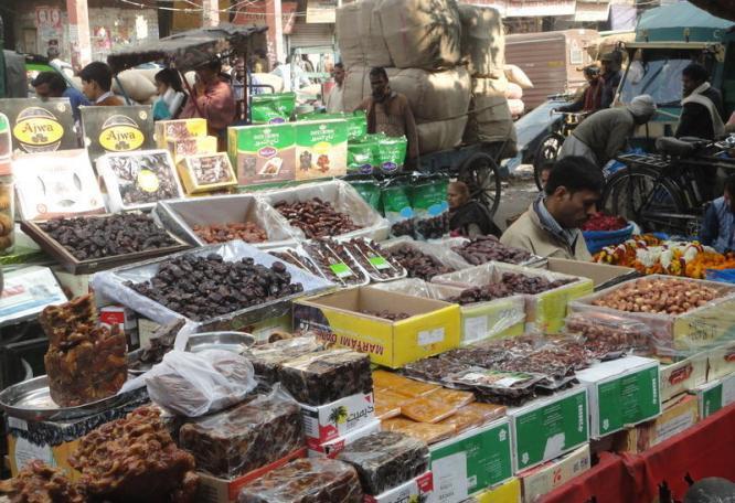 Reise in Indien, Reiche Auswahl auf dem Gewürzmarkt in Alt-Delhi