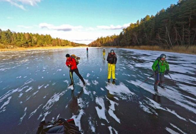 Reise in Schweden, Auf dem Eis nahe des Leuchtturms