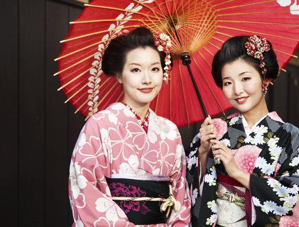 Reise in Japan, Japanische Frauen im Kimono