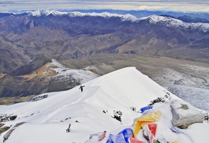 Reise in Indien, Blick vom Gipfel des Kang Yatze II auf die letzten Meter der Aufstiegsroute.