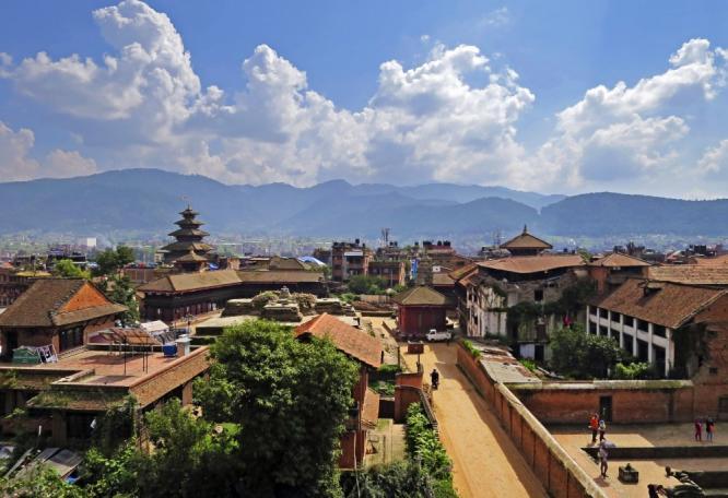 Reise in Bhutan, Bäuerin auf dem Land in Bhutan