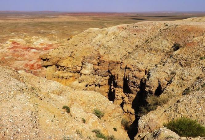 Reise in Mongolei, Felsformation Weiße Stupa Mongolei_shutterstock_frerd