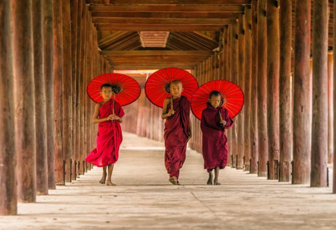 Reise in Myanmar, Birma: Mandalay ist voller Mönche, golden leuchtender Pagoden und Tempel