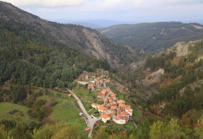 Reise in Portugal, Das Schieferdorf Aldeia Pena