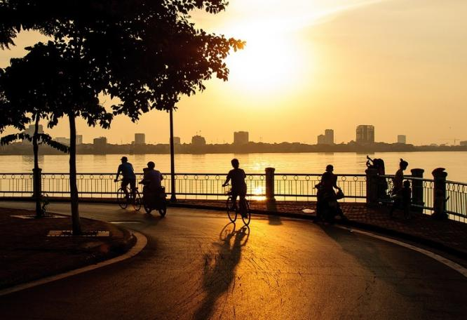 Reise in Vietnam, Sonnenuntergang am West-Lake in Hanoi