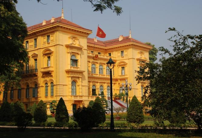 Reise in Vietnam, Vietnam-Stadterkundung in Hanoi mit Präsidentenpalast und Literaturtempel