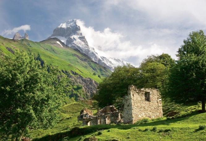 Reise in Georgien, Kleine Kapelle vor dem Schchara (5200m)