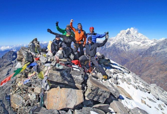 Reise in Nepal, Die formschöne Pyramide des Parchamo Peak.