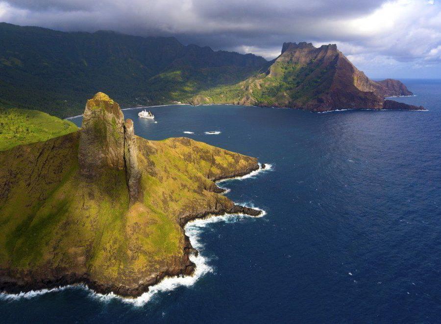 Reise in Französisch-Polynesien, Warenentladung der Aranui