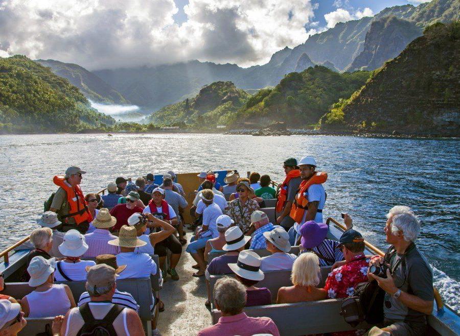 Reise in Französisch-Polynesien, Insel im Meer
