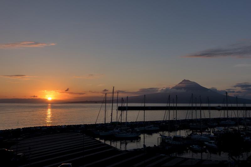 Reise in Portugal, Sonnenuntergang über dem Pico