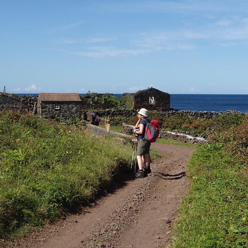 Reise in Portugal, Wanderung auf Meereshöhe zur Fajã dos Cubres