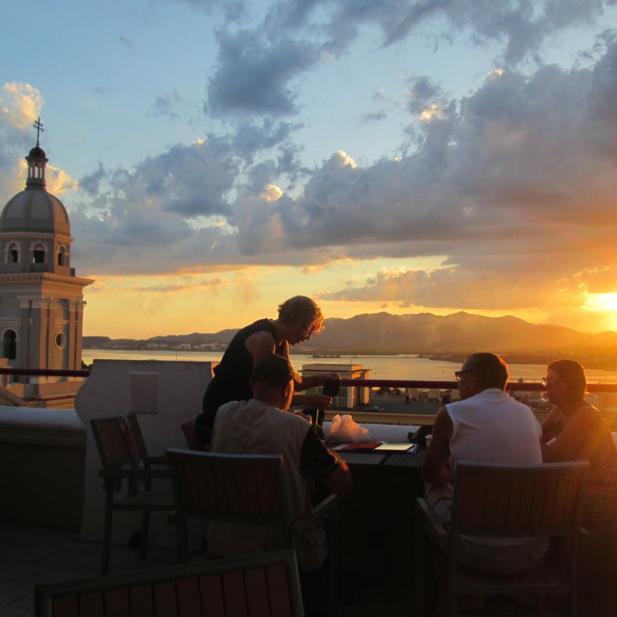 Reise in Kuba, avenTOURa_SonnenuntergangTerrasseHotelCasagranda.jpg