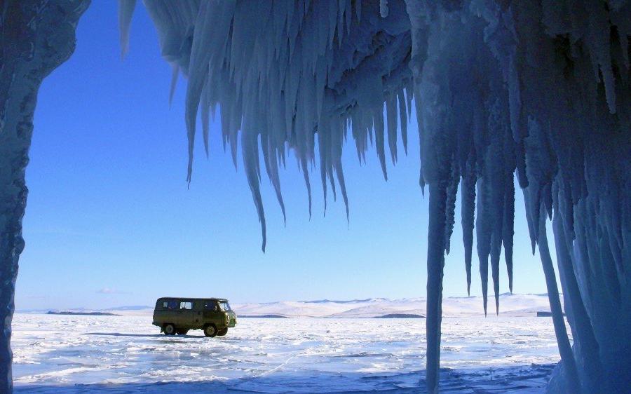 Reise in Russland, Geländewagen auf dem Baikaleis