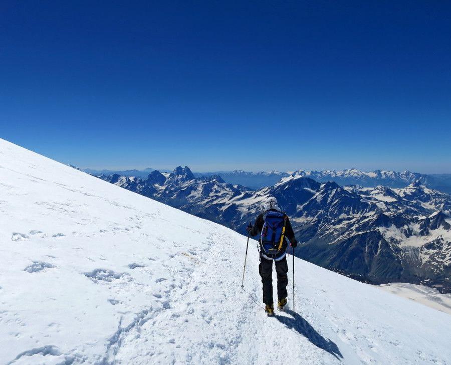 Reise in Russland, Geschafft! Der höchste Punkt Europas ist erreicht: Elbrus (5642m).