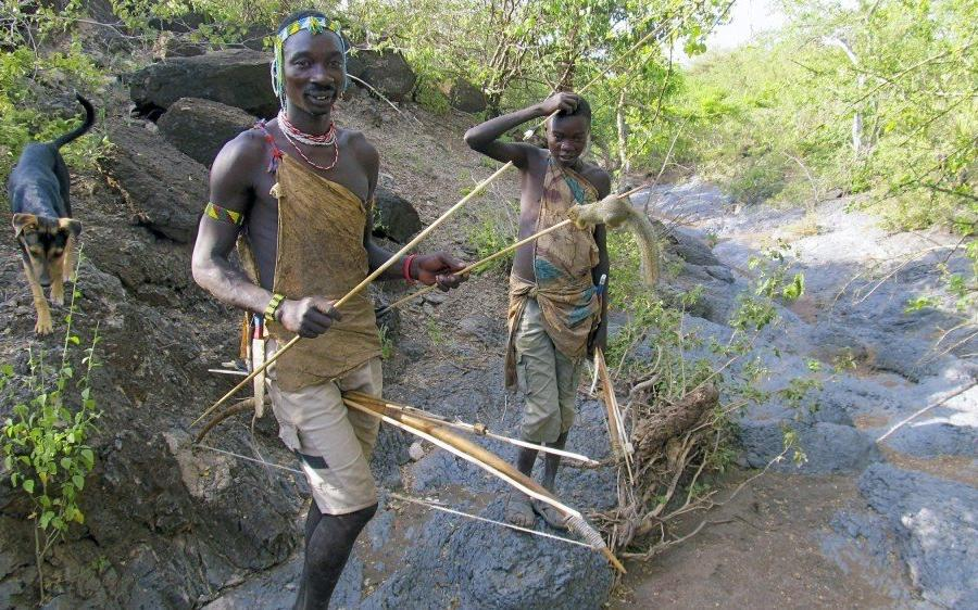 Reise in Demokratische Republik Kongo, Die Hadzabe jagen noch mit Pfeil und Bogen