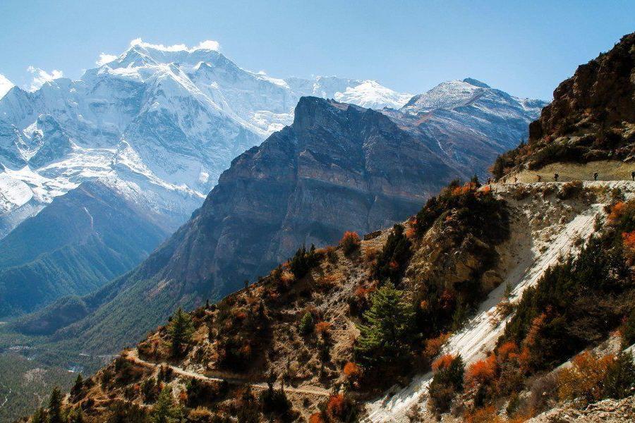 Reise in Nepal, Unzählige Dörfer und Terrassenfelder eingebettet in malerischer Szenerie
