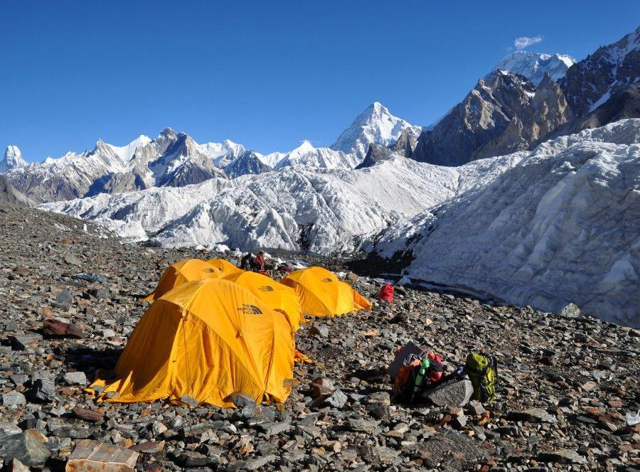 Reise in Pakistan, Auf dem Gondogoro La mit Blick auf K2 und Broad Peak