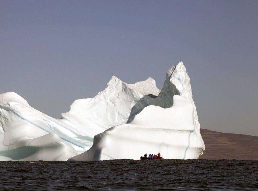 Reise in Grönland, Haushoher Eisberg im Scoresby-Sund