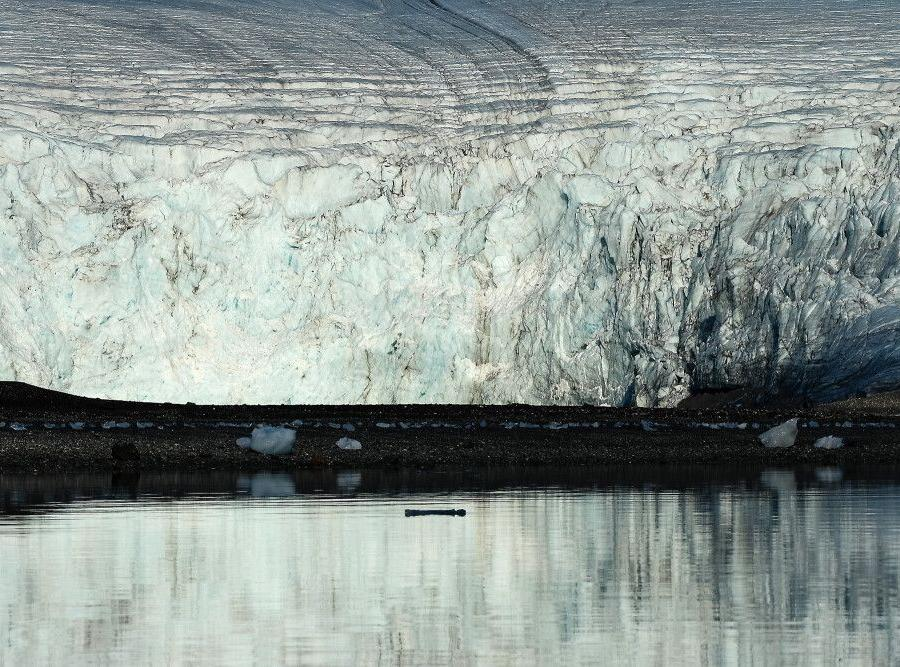 Reise in Grönland, Großes Eis: Gletscherkante in einem Fjord Spitbergens