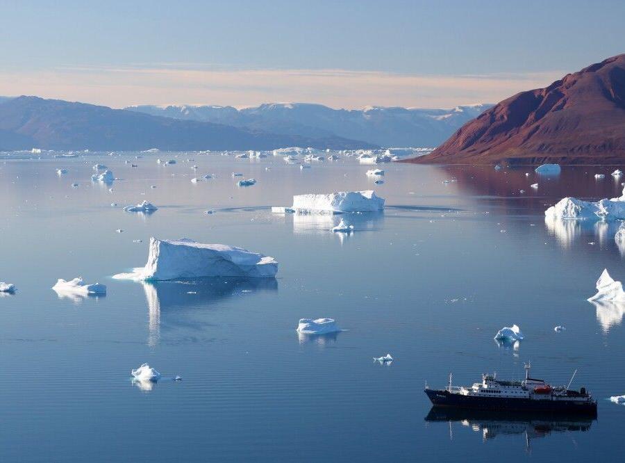 Reise in Grönland, Die Plancius vor Anker im Scoresby-Sund